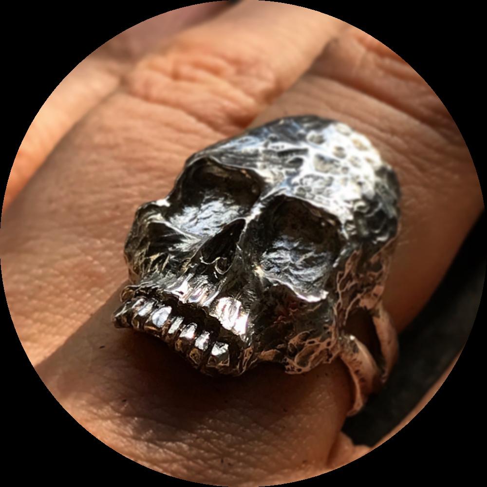 The Nine of Hearts - skull ring